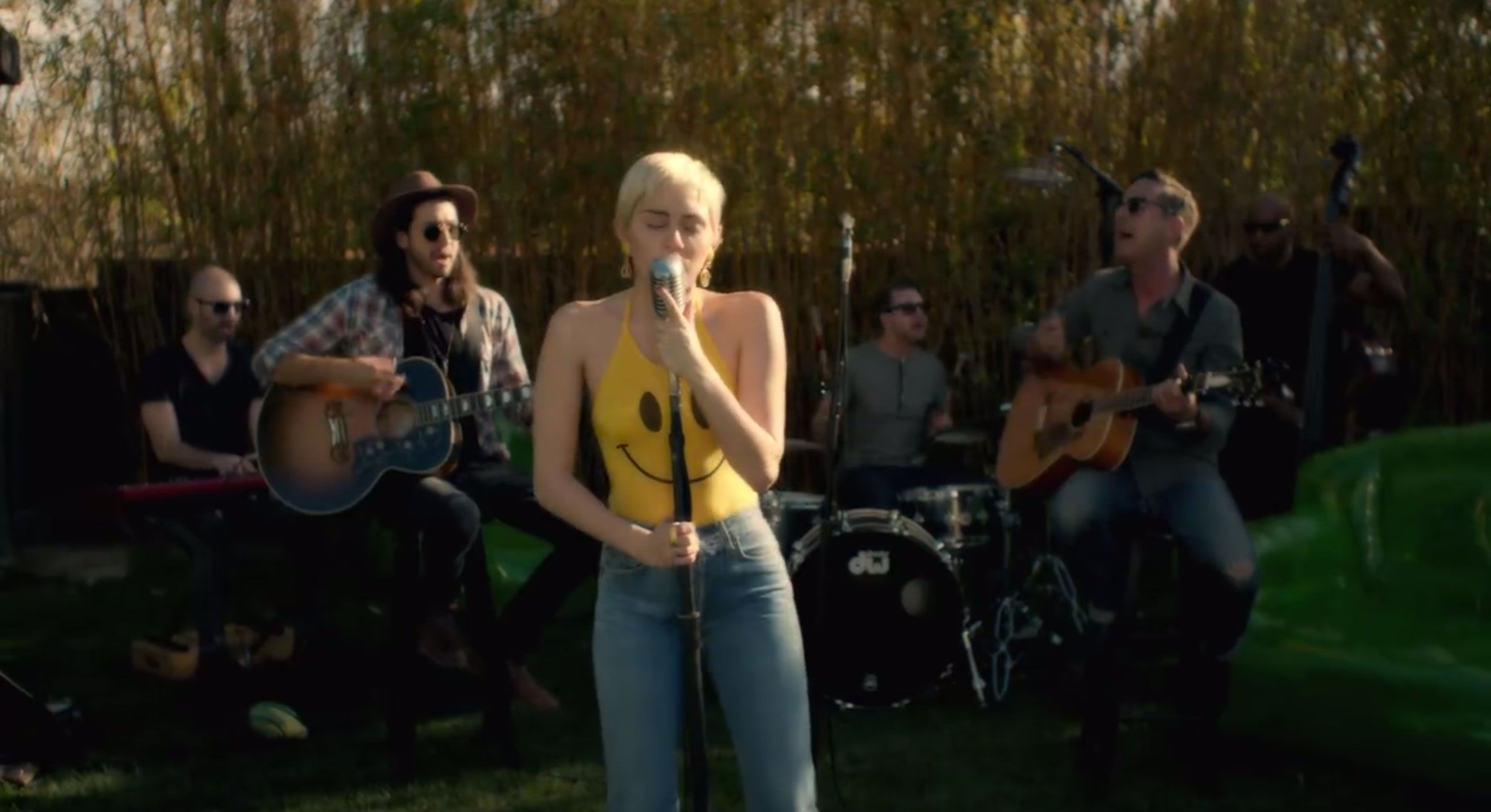 Listen To Miley Cyrus S Final Gorgeous Backyard Sessions