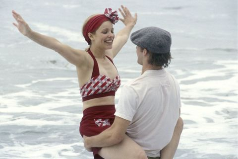 Elbow, People on beach, Happy, People in nature, Facial expression, Summer, Interaction, Waist, Holiday, Headgear,