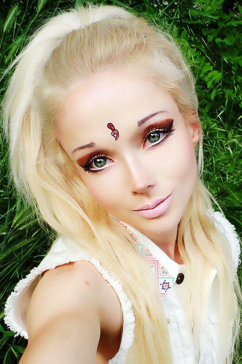 Face, Head, Lip, Mouth, Eye, Hairstyle, Skin, Eyebrow, Eyelash, Style,