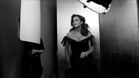 Shoulder, Dress, Style, Monochrome, Monochrome photography, Waist, One-piece garment, Day dress, Black-and-white, Flash photography,