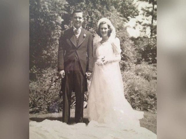 Childhood Sweethearts Married for 75 Years Die in Each Other's Arms