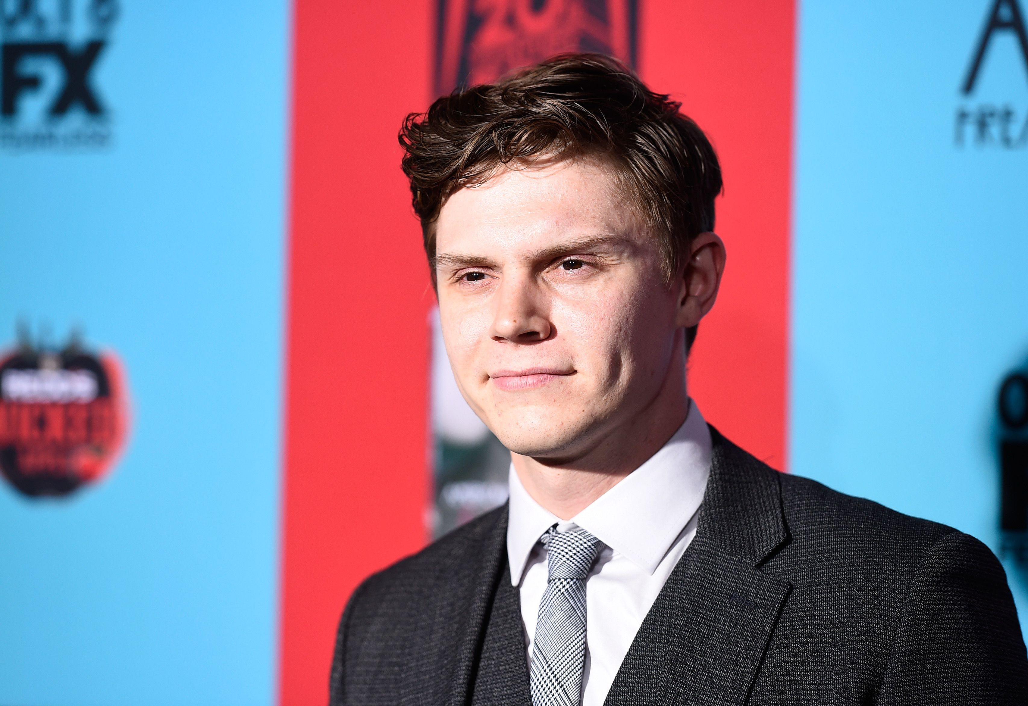 A newly single evan peters explains what it takes to date him m4hsunfo