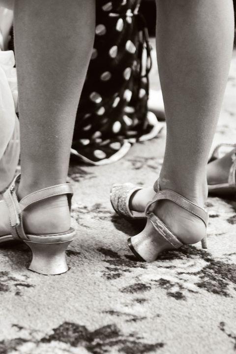 Leg, Human leg, Shoe, Joint, Style, Foot, Calf, Nail, Polka dot, Ankle,