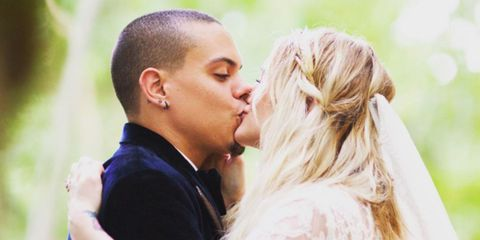 Head, Ear, People, Hairstyle, Forehead, Photograph, Kiss, Mammal, Happy, People in nature,