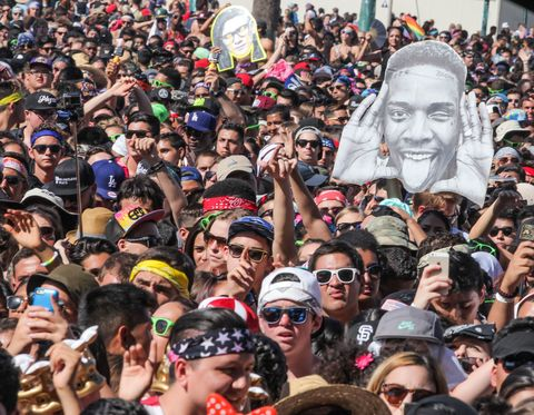 Eyewear, Face, Head, Crowd, Nose, Vision care, People, Hat, Sunglasses, Goggles,