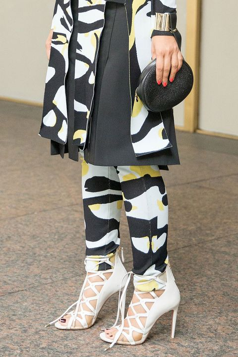 Sleeve, Textile, Joint, Style, Street fashion, Fashion, Knee, Costume design, Costume, Foot,