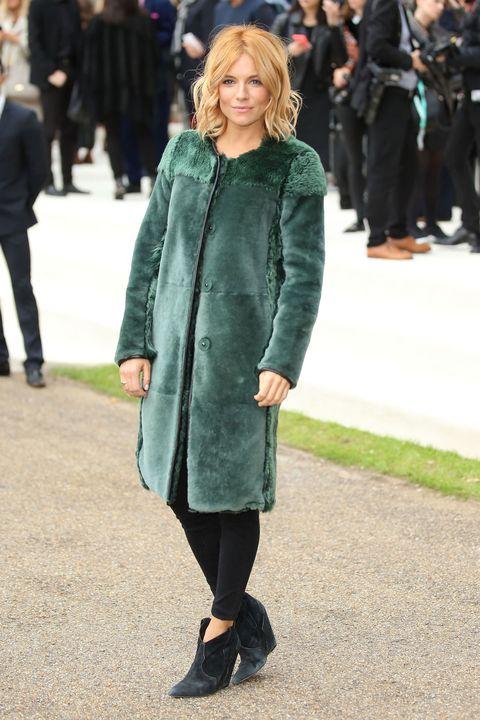 Clothing, Footwear, Coat, Outerwear, Jacket, Style, Street fashion, Winter, Fashion model, Street,