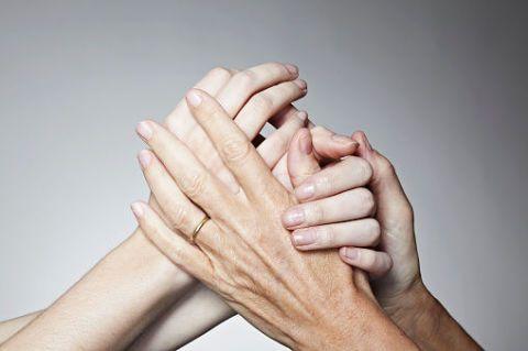 Finger, Skin, Wrist, Hand, Joint, Nail, Thumb, Gesture, Beige, Wrinkle,