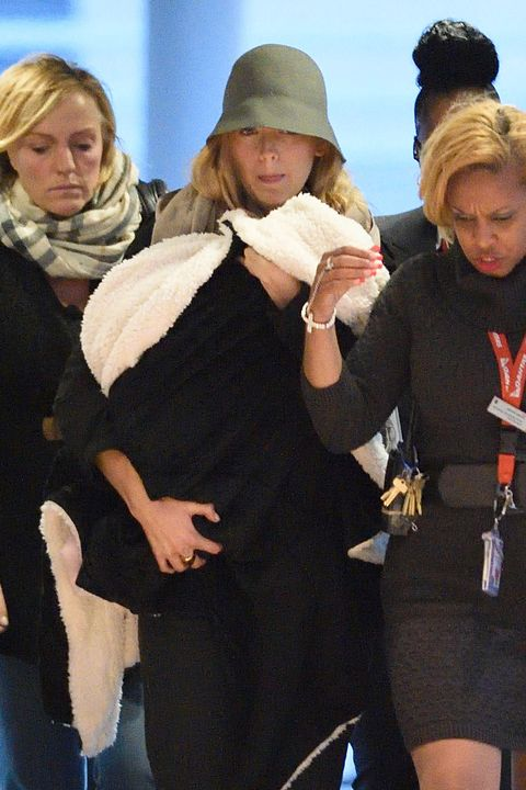 Dress, Fur, Scarf, Glove, Fedora, Little black dress, Day dress, One-piece garment, Tights, Bonnet,