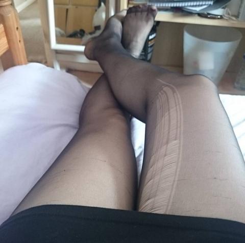 Human, Leg, Human leg, Skin, Joint, Comfort, Foot, Knee, Toe, Ankle,