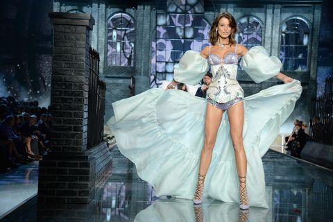 Human body, Gown, Fashion, Fashion model, Embellishment, Costume design, Model, Haute couture, Animation, Cg artwork,