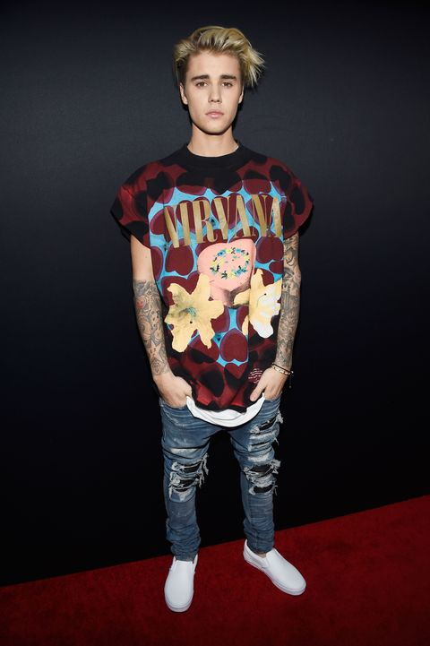Mouth, Sleeve, Human body, Shoulder, Denim, Jeans, Standing, Cool, Flash photography, Photo shoot,