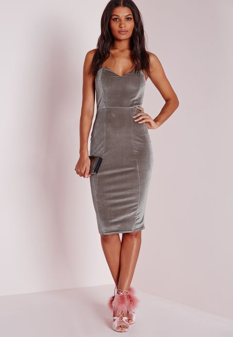 Sleeve, Human leg, Shoulder, Dress, Joint, Standing, One-piece garment, Style, Waist, Fashion model,