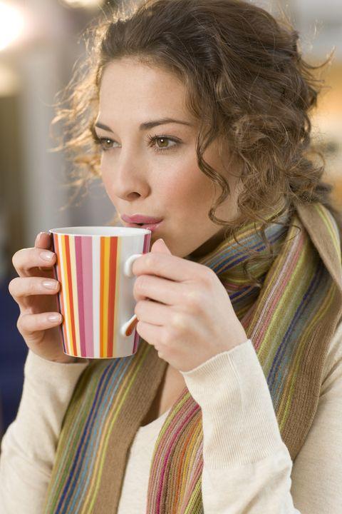 Cup, Hairstyle, Textile, Drinkware, Pattern, Wrap, Eyelash, Beauty, Street fashion, Brown hair,
