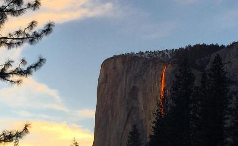 "10 Striking Images of the Rare Yosemite ""Firefall"" Phenomenon"