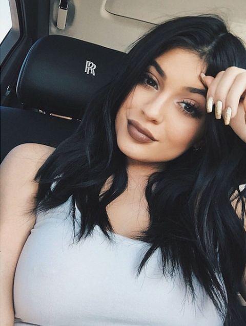 Lip, Mouth, Hairstyle, Shoulder, Eyelash, Black hair, Beauty, Long hair, Vehicle door, Eye liner,