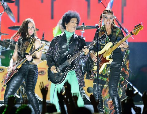 LAS VEGAS, NV - MAY 19:  (L-R) Guitarist Donna Grantis, recording artist Prince and bassist Ida Nielsen perform onstage during the 2013 Billboard Music Awards at the MGM Grand Garden Arena on May 19, 2013 in Las Vegas, Nevada.  (Photo by Ethan Miller/Getty Images)