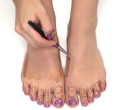 Toe, Finger, Brown, Skin, Joint, Pink, Nail, Purple, Foot, Organ,