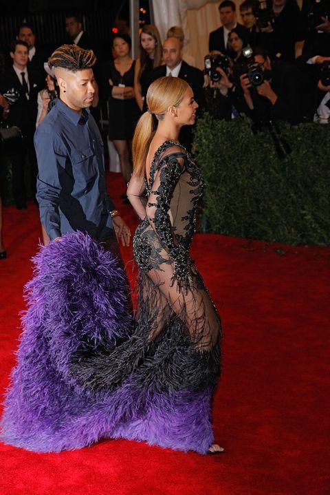 Dress, Flooring, Purple, Magenta, Fashion accessory, Fashion, Carpet, Premiere, Public event, Violet,