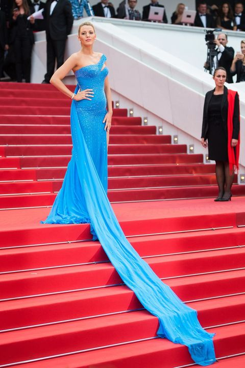 Stairs, Blue, Red, Dress, Coat, Flooring, Outerwear, Formal wear, Carpet, Style,