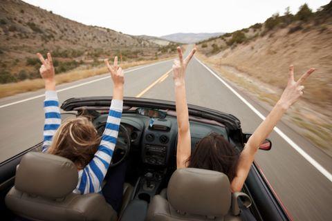 Motor vehicle, Road, Automotive design, Transport, Infrastructure, Mountainous landforms, Highway, Vehicle door, Asphalt, T-shirt,