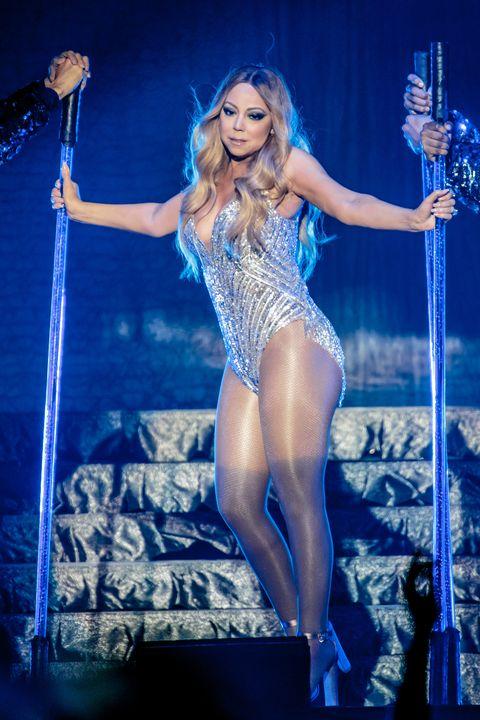 Performing arts, Human leg, Entertainment, Thigh, Performance, Music artist, Dancer, Artist, Electric blue, Abdomen,