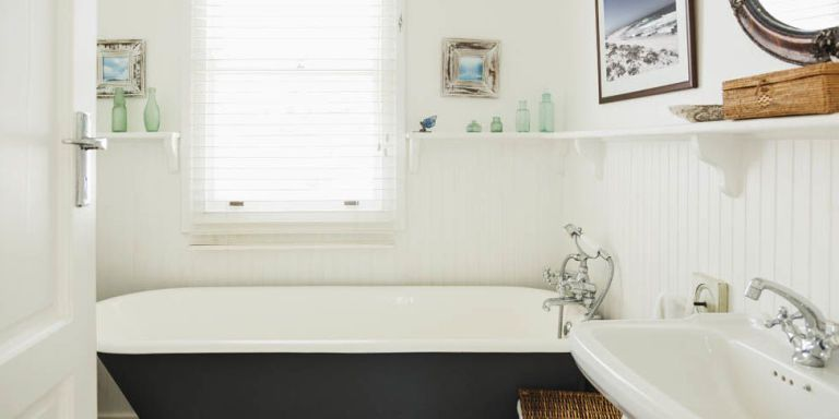 8 Things People With Spotless Bathrooms Do Every Day