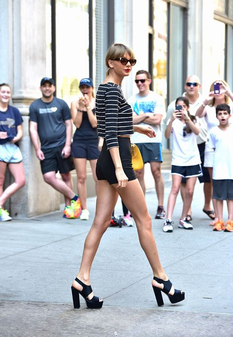 How Staged Celebrity Paparazzi Photos Really Happen