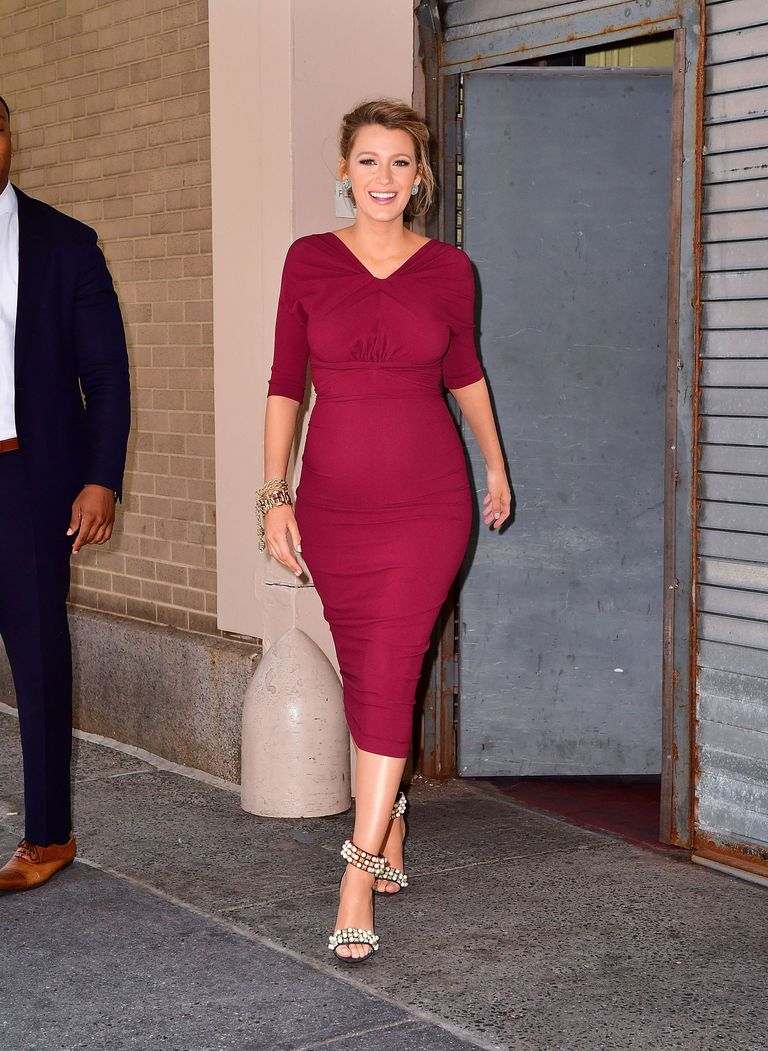 Blake Lively\'s Baby Bump Has Never Looked Cuter Than in This Tight ...