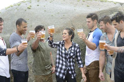 Drink, Drinking, Sharing, Alcoholic beverage, Alcohol, Beer, Wine glass, Bia hơi, Distilled beverage, Liqueur,