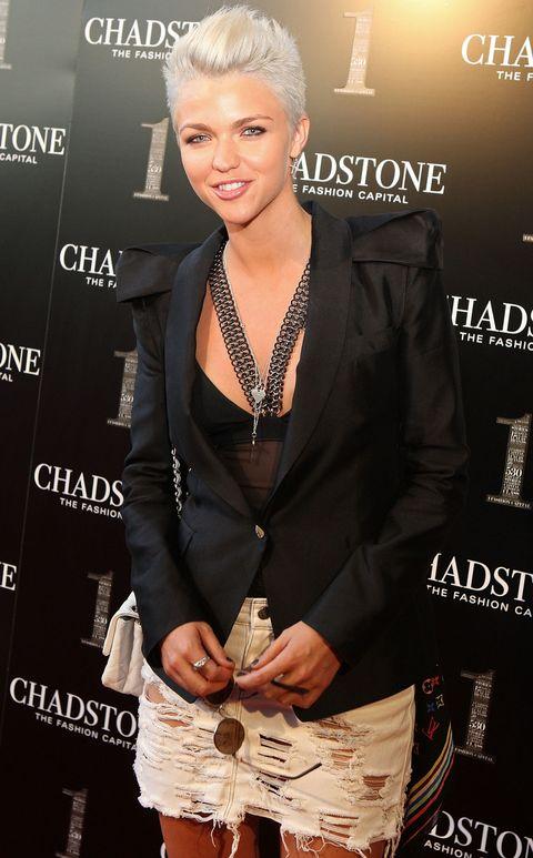 Jewellery, Eyelash, Style, Fashion accessory, Fashion, Fashion model, Premiere, Earrings, Necklace, Blond,