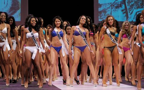 People, Human leg, Thigh, Brassiere, Bikini, Competition event, Abdomen, Trunk, Fashion model, Waist,