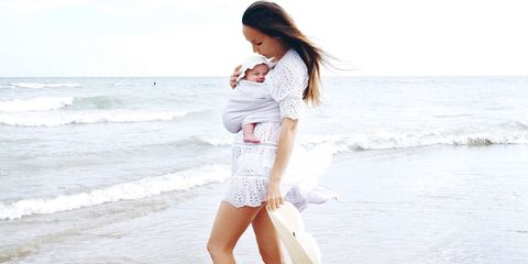 Leg, Hairstyle, Skin, Sleeve, Human body, Shoulder, Human leg, Joint, Elbow, People on beach,