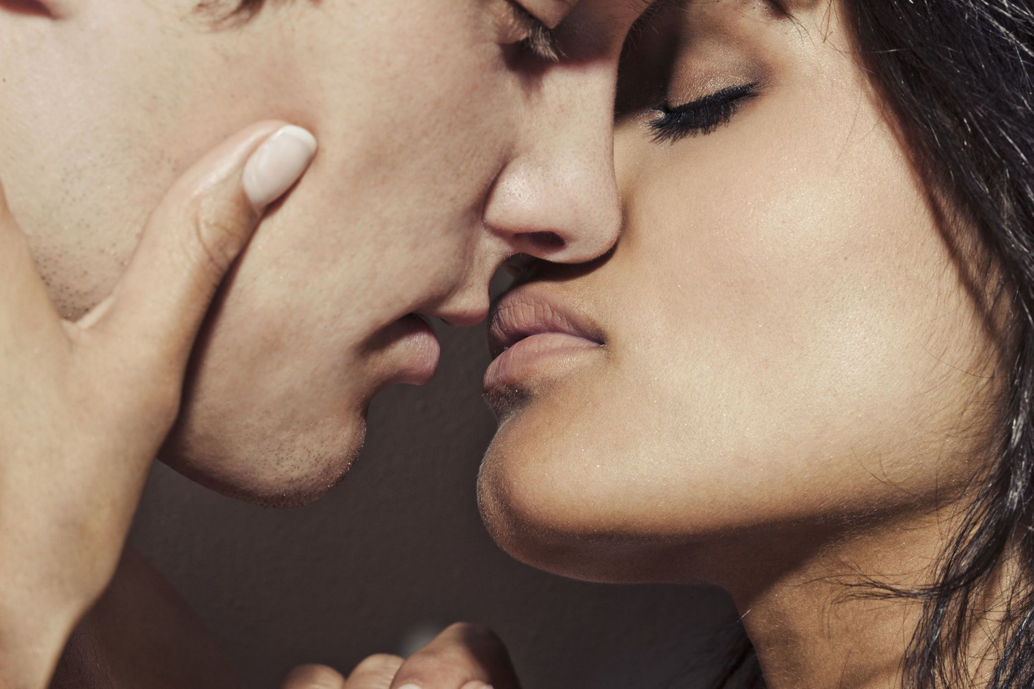 When to kiss a girl you are hookup