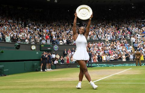 Grass, Sport venue, Product, Human leg, Sports equipment, Tennis court, Competition event, Stadium, Crowd, Audience,