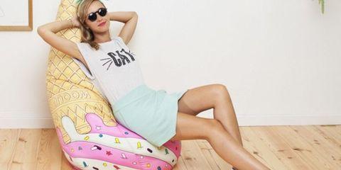 Eyewear, Goggles, Shoe, Style, Sunglasses, Flooring, Fashion accessory, Hardwood, Wood flooring, Knee,
