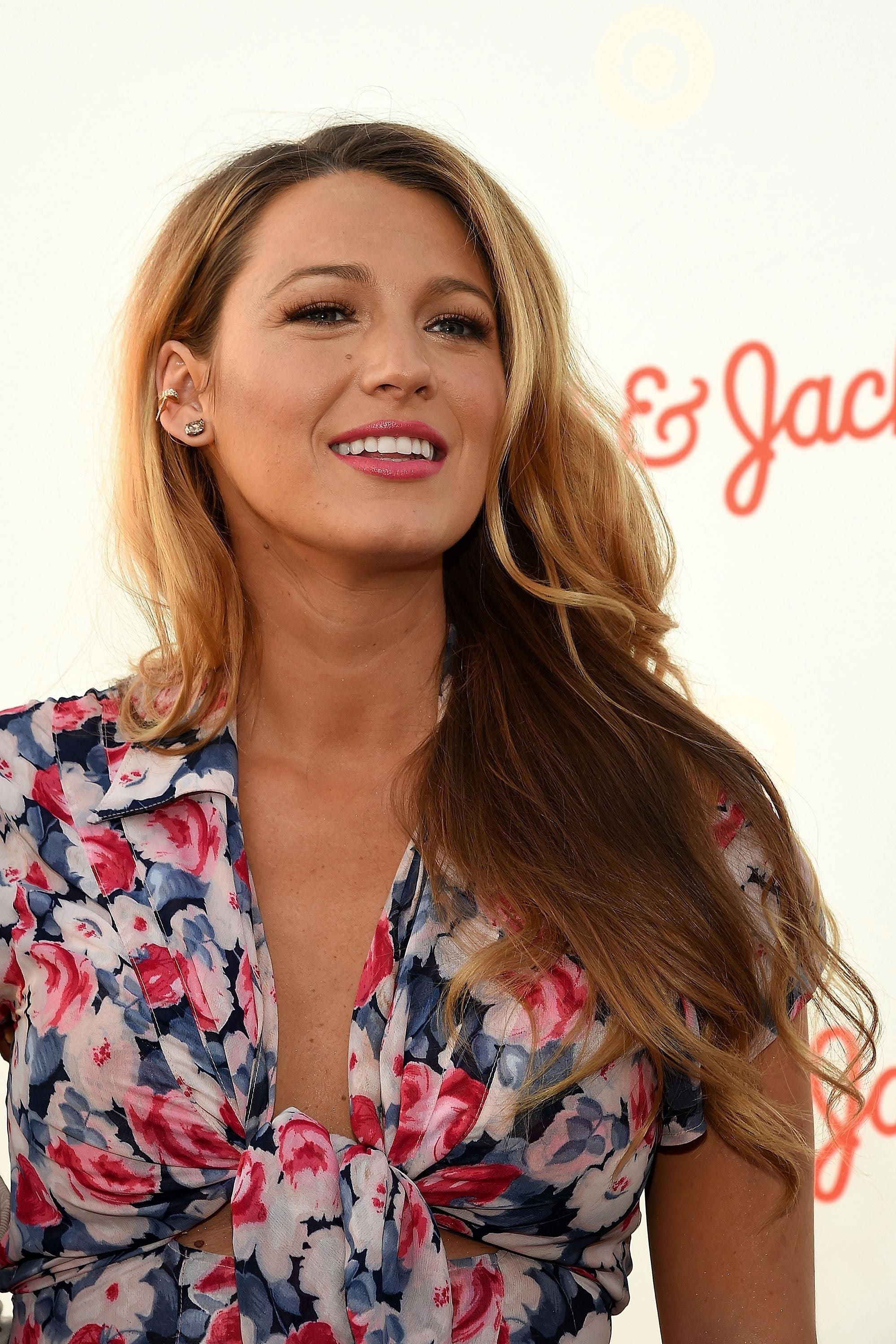 0fa336fcfbc8 Blake Lively Does Sexy Maternity in a Cutout Dress With a Crazy-High Slit