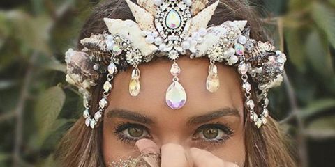 Eyebrow, Eyelash, Hair accessory, Headpiece, Style, Fashion accessory, Headgear, Beauty, Organ, Nail,