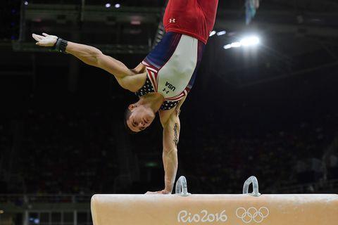 Human leg, Sportswear, Gymnastics, Performing arts, Competition event, Knee, Acrobatics, Artistic gymnastics, Championship, Individual sports,