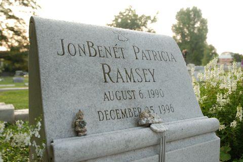 Headstone, Leaf, Cemetery, Memorial, Groundcover, Morning, Grave, Concrete, Grass family, Shrub,