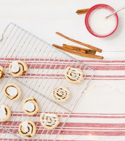 Textile, Circle, Peach, Stationery, Plate, Craft, Needlework, Creative arts, Symbol, Number,