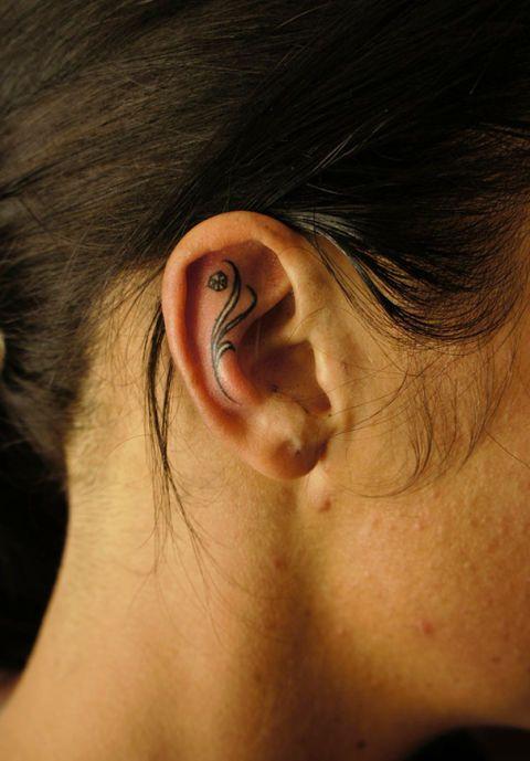 Ear, Cheek, Skin, Hairstyle, Forehead, Eyebrow, Eyelash, Iris, Organ, Earrings,