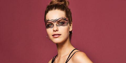Lip, Hairstyle, Chin, Eyebrow, Eyelash, Style, Eye shadow, Beauty, Fashion, Eye liner,