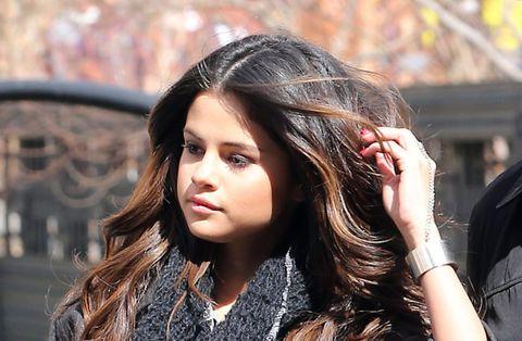 Lip, Hairstyle, Style, Eyelash, Street fashion, Long hair, Beauty, Step cutting, Black hair, Brown hair,