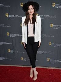 <p>The starlet brought her cool girl thing to BAFTA's with a wide-brimmed hat, capris, and a jaunty white blazer. So Bianca-slash-Mick.</p>