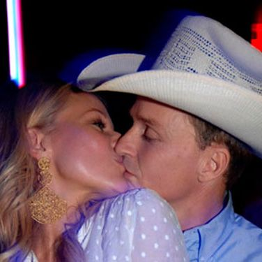 Jewel and boyfriend Ty Murray lock lips at Aura Nightclub in the Bahamas.