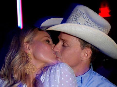 Jewel and boyfriend Ty Murray lock lips at Aura Nightclub in the Bahamas.