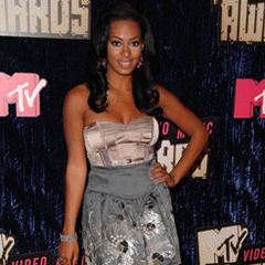 Solange Knowles poses for a pic as she arrives at the MTV VMA's on Sunday.