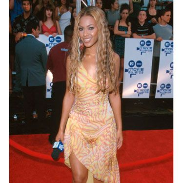 Long before the days of Sasha Fierce, the starlet looked playful in patterned chiffon and crimped hair.