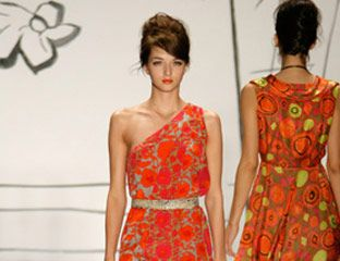 Hairstyle, Dress, Shoulder, Red, Pattern, One-piece garment, Style, Waist, Formal wear, Day dress,